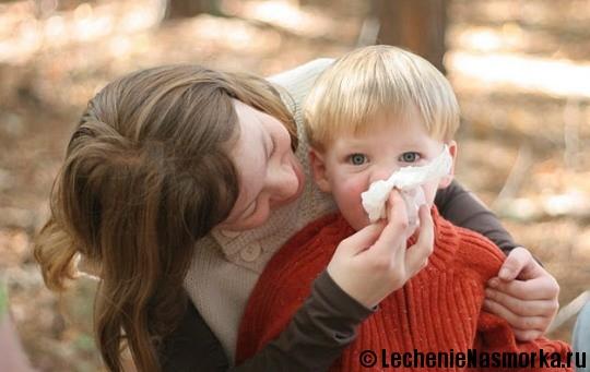 прогулки с ребенком при насморке