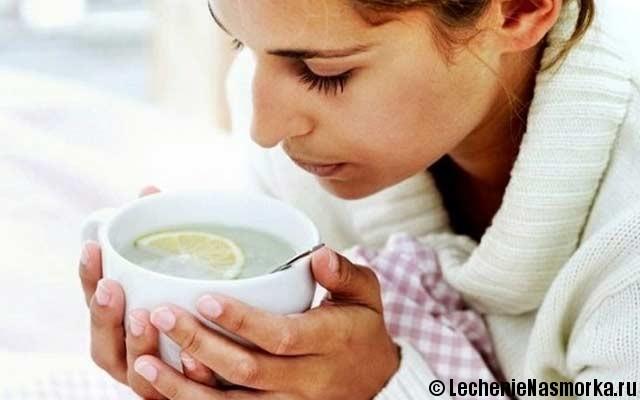 горячий бульон в лечении насморка