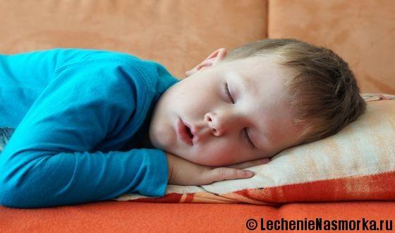причины храпа у младенца